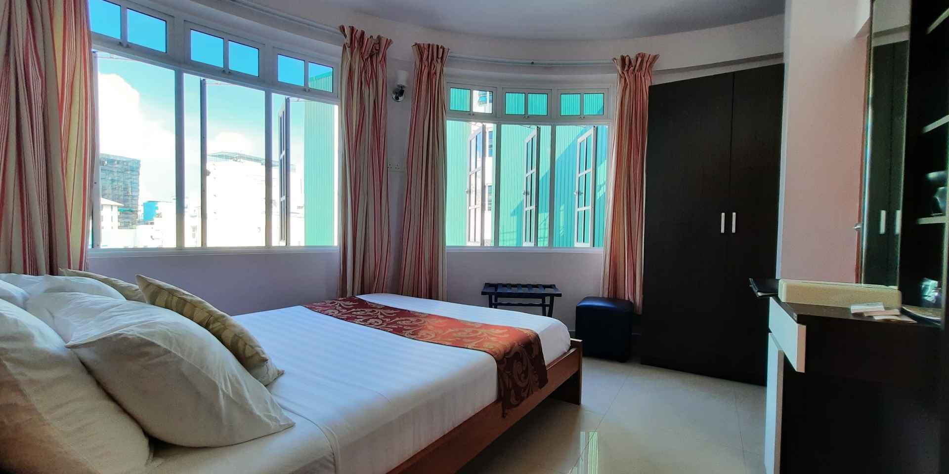 Mini-suite bed room